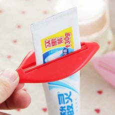 1PC Hot New Toothpaste Tube Squeezer Sexy red Lip shape Bathroom Tube Squeezer Dispenser Cream Squeezer Color At Random 93x42mm